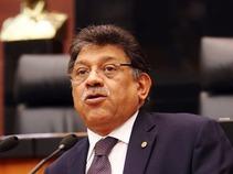 Hacienda y Banxico deben explicar medidas para frenar la caída del peso: Alonso Raya