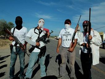 Atacan base de autodefensas en Huetamo, Michoacán