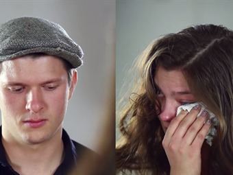 Dos ex novios se enfrentan con preguntas honestas y directas