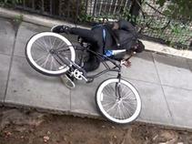 Bromistas electrocutaron a unos ladrones de bicicletas