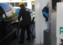 Hasta 2018 bajaría el precio de la gasolina: Cofece