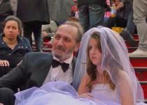 """¿Cómo reaccionan las personas a la """"boda"""" de una niña de 12 y un hombre de 65?"""