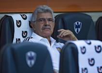 Molesta a 'Tuca' Ferretti actitud de sus jugadores en el Clásico Regio