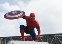 """Spiderman le roba al Capitán América y se pone a bailar """"Billie Jean"""""""