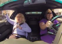 2 Abuelitas que van al supermercado en un Lamborghini se vuelven virales