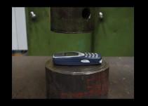 ¿El Nokia 3310 es indestructible? Ellos lo pusieron a prueba