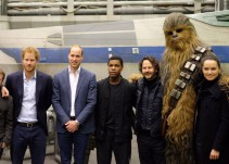 Los príncipes William y Harry visitaron el set de Star Wars