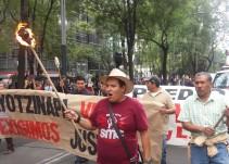 Marchan a 19 meses de la desapacición de los 43 en Ayotzinapa