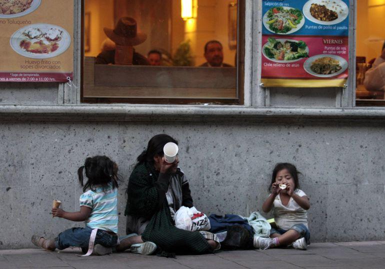 En México hay 21.4 millones de niños y jóvenes que viven en pobreza: Coneval