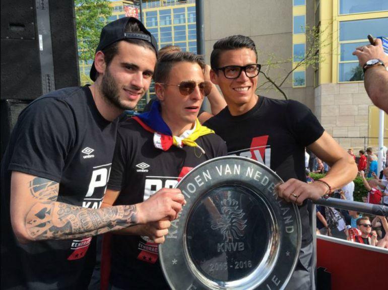 Andrés Guardado y Héctor Moreno festejan título con aficionados del PSV
