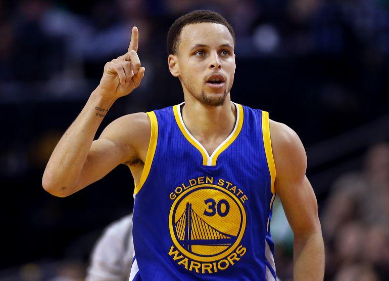 Stephen Curry vuelve tras su lesión y Warriors ya gana 3-1 la serie ante Blazers