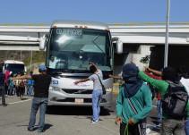 Normalistas de Ayotzinapa y padres de los 43 se llevan 3 autobuses a la Ciudad de México
