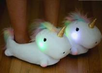 Crean pantuflas de unicornio que se prenden cuando las usas