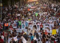 A 20 meses de desaparición de normalistas realizan protestas en embajadas de la Ciudad de México