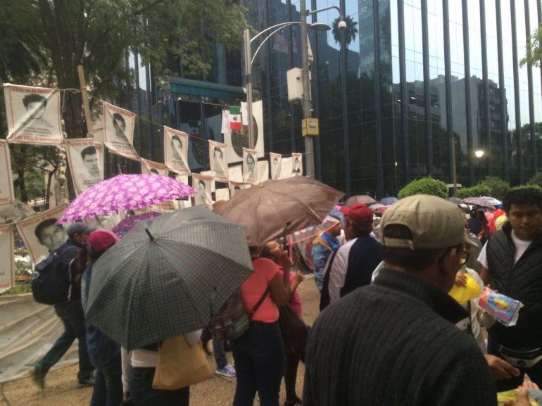 Padres de familia exigen salida de Tomas Zerón o podrían romper dialogo con Gobierno Federal