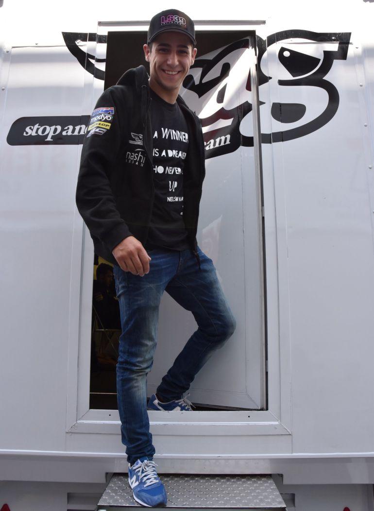 Piloto español fallece tras caer de su moto en plena competencia