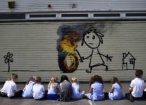 Banksy regala una obra suya a escuela primaria de Bristol