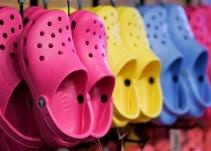Podólogos afirman que los Crocs son malos para los pies