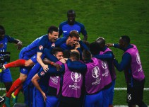 Francia vence agónicamente a Rumania en inauguración de la Eurocopa