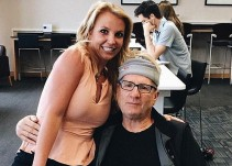 Estrella de Modern Family se toma foto con una fan; no sabía que era Britney Spears