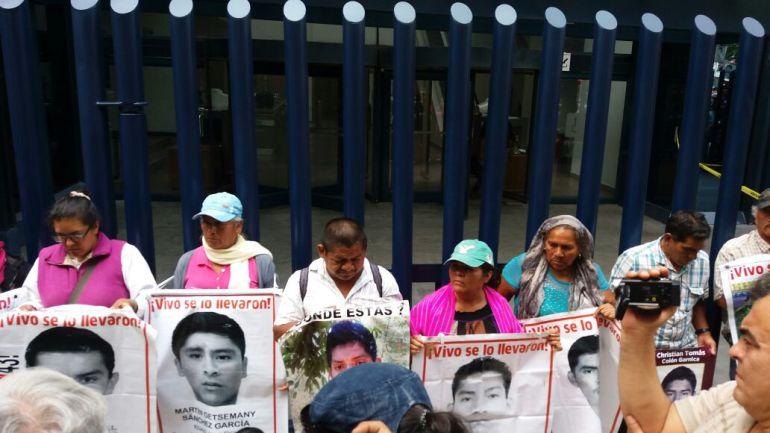 INAI pide a la SEDENA difundir fotos y videos sobre Ayotzinapa