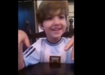Un aficionado pequeño le pide a Messi que no deje a la selección argentina