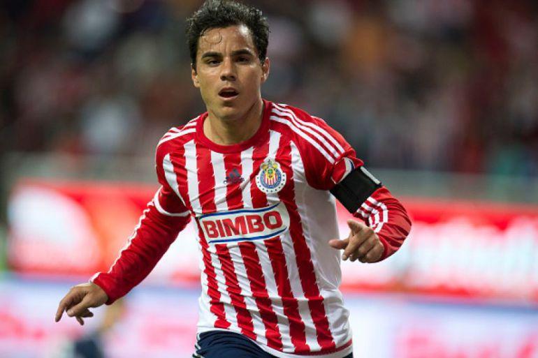 Omar Bravo quería retirarse en Chivas