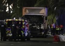 Camión embiste a multitud que celebraba el Día de la Bastilla en Niza