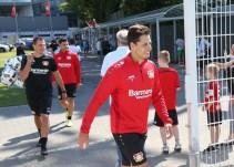 Cálido recibimiento al Chicharito por parte del Bayer Leverkusen