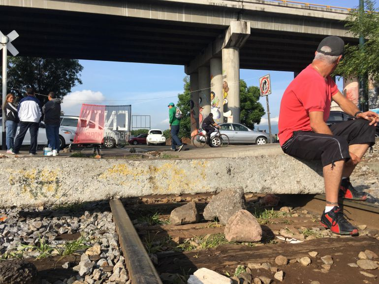 Continuan bloqueadas las vías ferroviarias en Michoacán