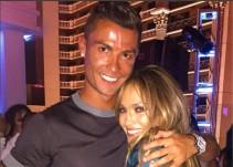 Cristiano Ronaldo mueve las caderas con canción de Jennifer López