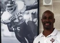 Antonio Armstrong, ex jugador de la NFL, es privado de la vida por su hijo