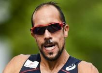 Atleta francés padece problemas estomacales en plena competencia
