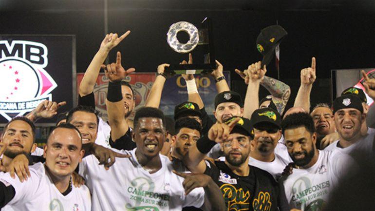 Pericos de Puebla, campeones de la Zona Sur de la Liga Mexicana de Beisbol