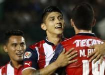 El primer gol de Alan Pulido con Chivas