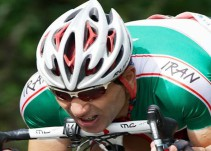 Ciclista iraní pierde la vida tras caerse de su bicicleta