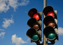 Cómo cambiar a verde la luz de algunos semáforos