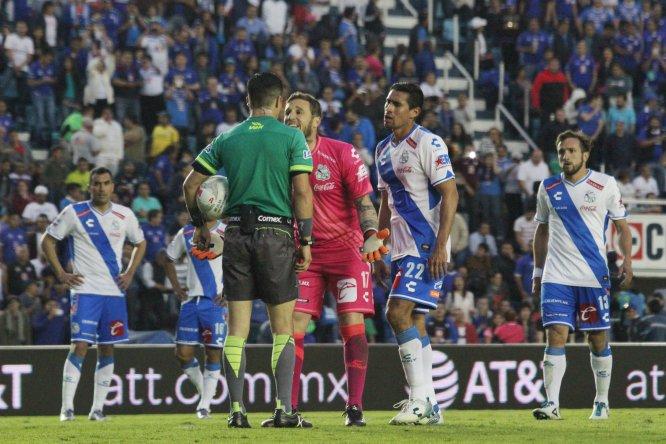 Matías Vuoso pudo darle el triunfo a los Celestes, pero desperdició un penal en la última jugada del partido