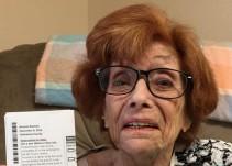 Esperó 90 años para votar por una mujer