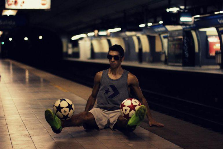 El arte de hacer malabares con el balón del argentino Carlos Iacono