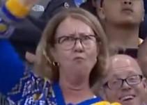 El prendido baile de una aficionada de los Warriors de Golden State