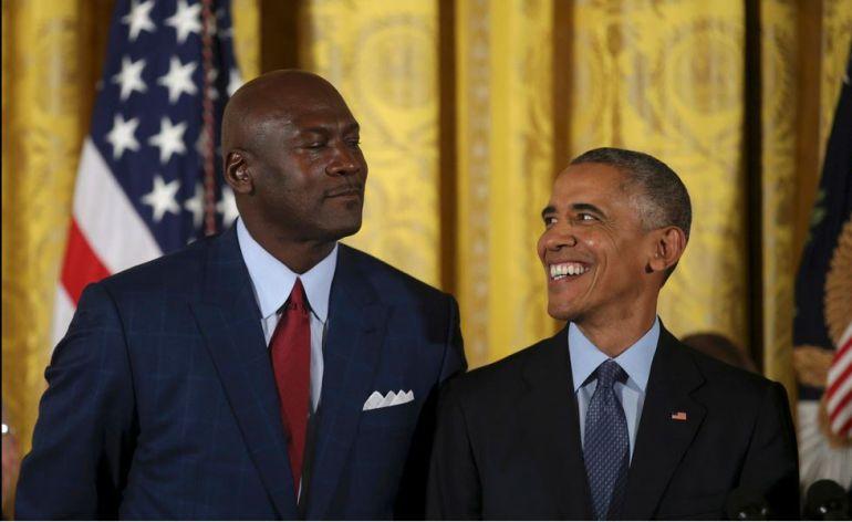 Barack Obama hace llorar a la leyenda del basquetbol Michael Jordan