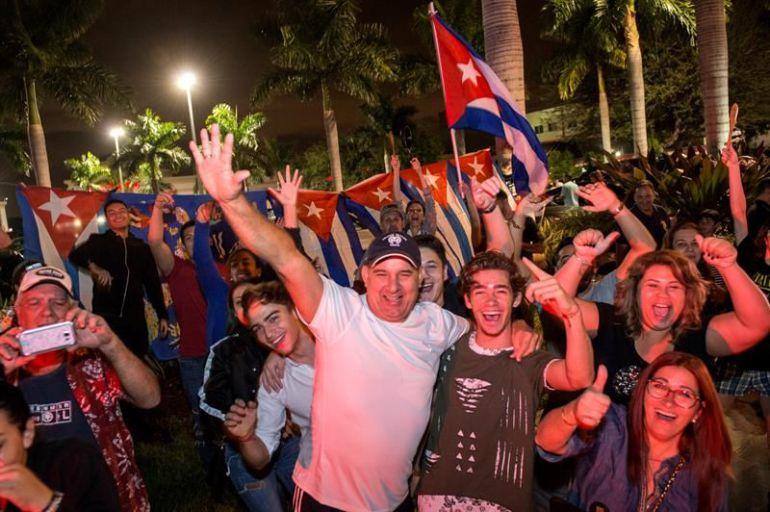 Cubano-americanos celebran la muerte de Fidel Castro en Miami