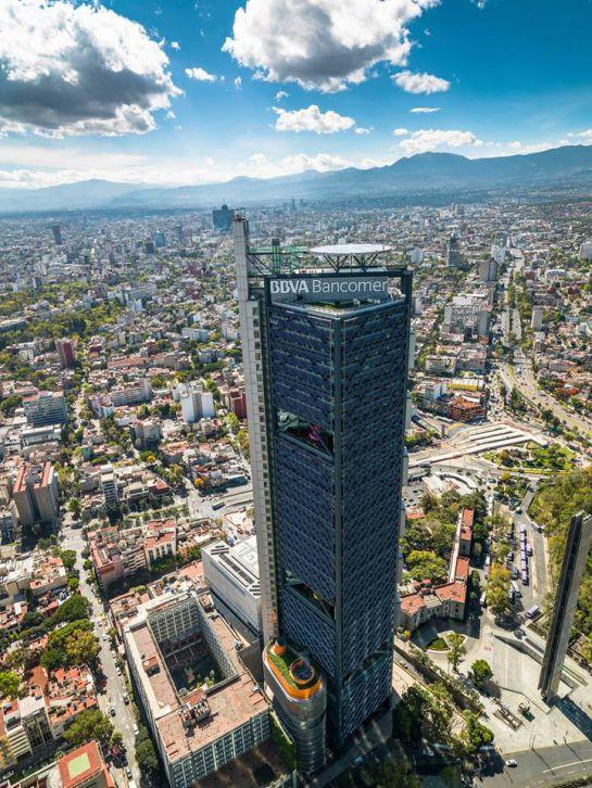 Alemán cruza Reforma ¡desde 247 metros de altura!