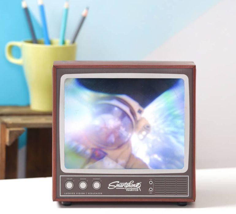 Este lente convierte tu smartphone en una televisión antigua