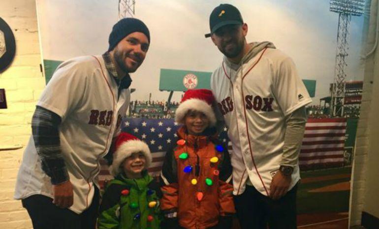 Jugadores de Boston Red Sox le adelantan su Navidad a los niños