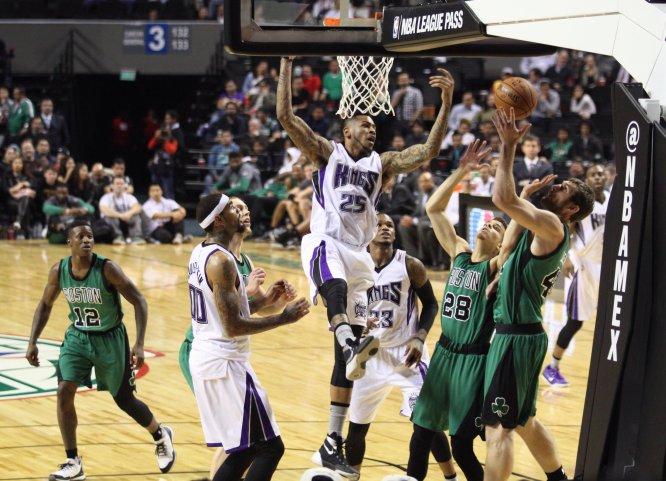 El 3 de diciembre de 2015, los Celtics de Boston vencieron por marcador de 114-97 a los Kings de Sacramento en la Arena Ciudad de México