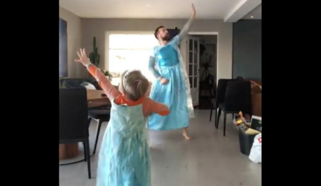 Amor de papá sin prejuicios; se disfraza de Elsa de Frozen como su hijo