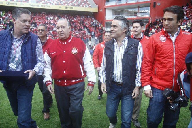 En esta imagen aparecen del lado izquierdo Ricardo Peláez, presidente del América, y el presidente del Toluca Valentín Díez Morodo