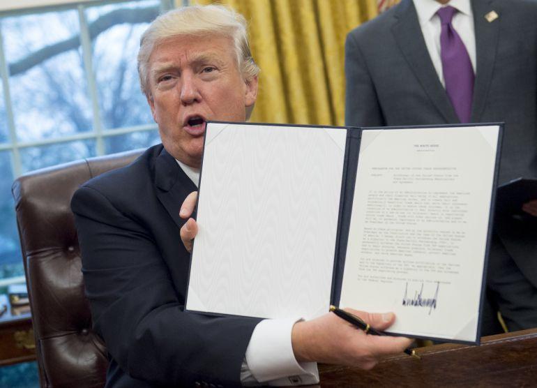 Trump retira a Estados Unidos del tratado comercial con el Pacífico